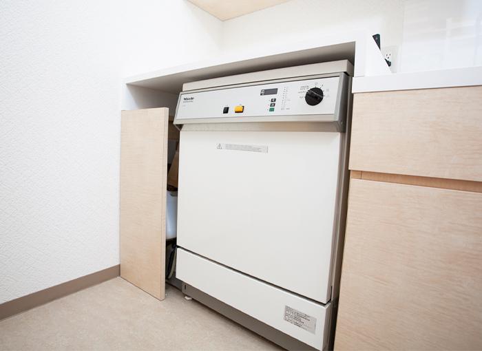 国際規格に基づいた器具の洗浄・消毒を徹底しています